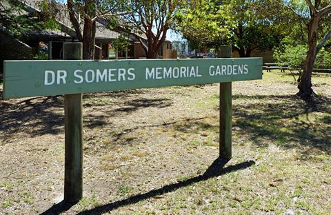 Dr Somers Memorial Gardens - sign.JPG